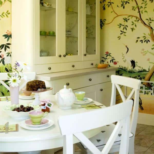 В столовой, гостиной и спальне в стиле кантри стены могут быть покрашены.