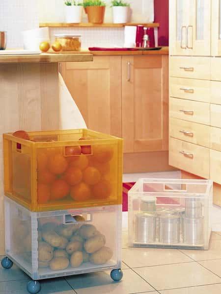 Ящик для хранения овощей на кухне
