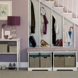 Используем пространство под лестницей с пользой