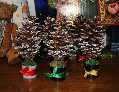 Новогодние подарки своими руками из шишек