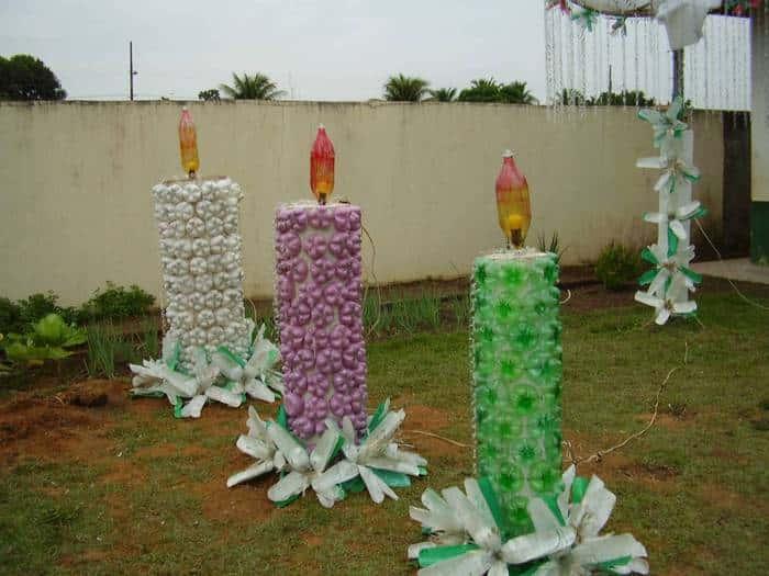 Ba l manualidades navidad hecha con lamparas y botellas for Adornos de navidad para jardin