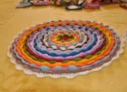 Подушка, коврик, салфетка в технике «Цветение» - вязание крючком (мастер-класс)
