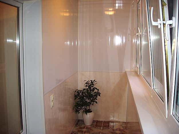 Отделка балкона внутреняя. Чем отделать стены балкона
