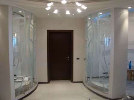 Как расширить границы помещения с помощью стеклянных элементов интерьера