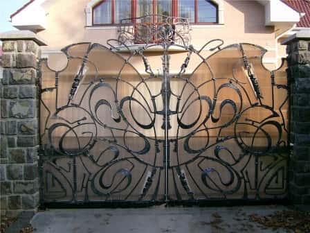 Кованые ворота - неповторимый стиль экстерьера