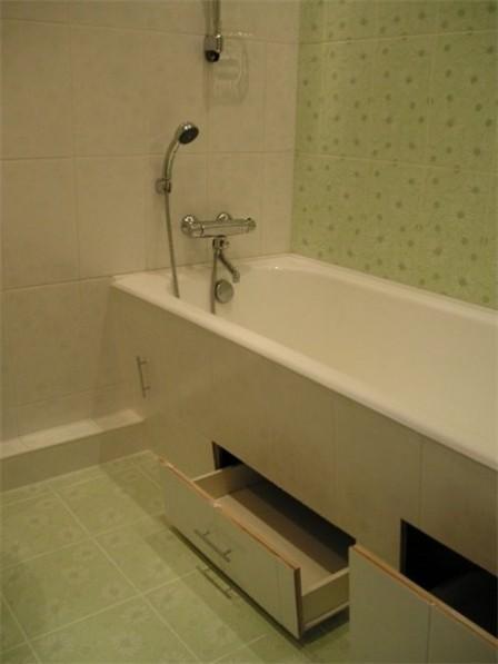Как и чем закрыть пространство под ванной - 30 идей