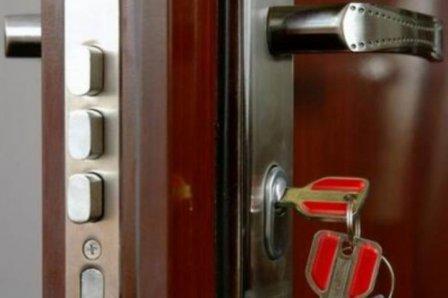 hvordan kan åpne døra uten nokel