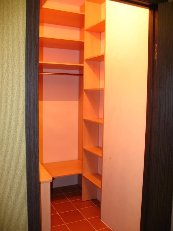 Переделка кладовки в гардеробную в хрущевке.