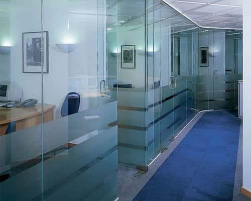 Стеклянные офисные перегородки - отличное интерьерное решение