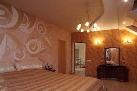 Варианты отделки стен в спальне