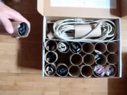 Организованное хранение шнуров - оригинальная идея