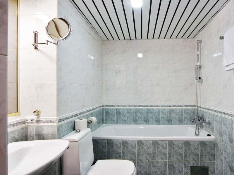 Чем лучше отделать ванную комнату