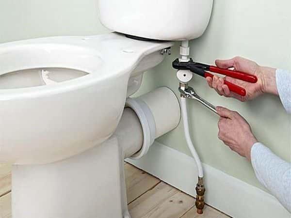 Замена унитаза под ключ. Услуги водопроводчика.