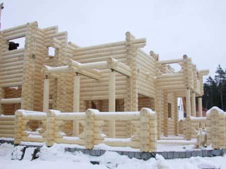 Особенности строительства зимой загородного дома