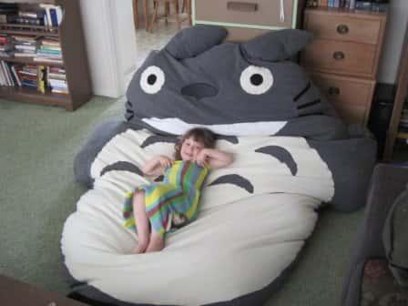 Дизайнерские кровать и спальный мешок