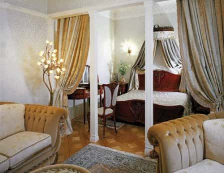 Совмещение спальни и гостиной: зонирование пространства