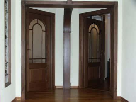 Деревянные двери – стиль и изящество в вашем доме