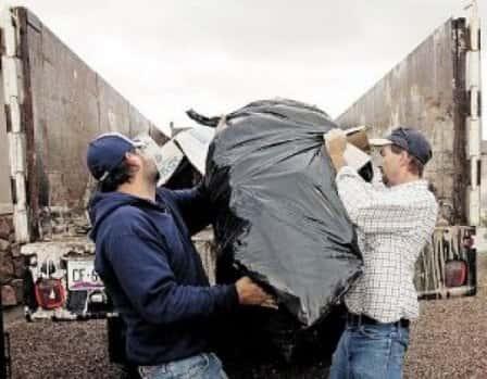 Вывоз мусора с дачи – как справиться с проблемой?