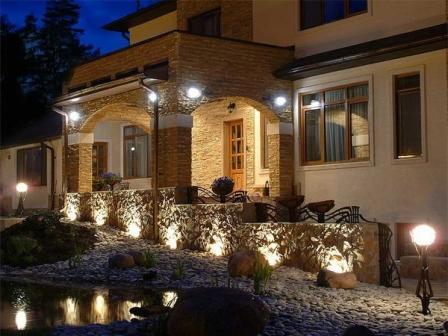 Уличное освещение придомовой территории частного дома