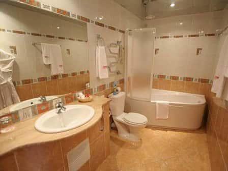 Ванна и унитаз: главные сантехнические приборы