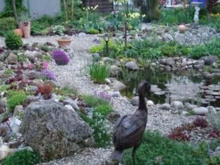 Гравийные дорожки на садовом участке