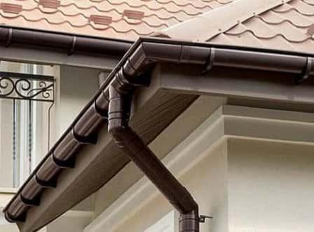Пластиковые водостоки для крыши – конструктивные особенности