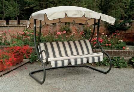 Садовые качели - незаменимый атрибут садового участка