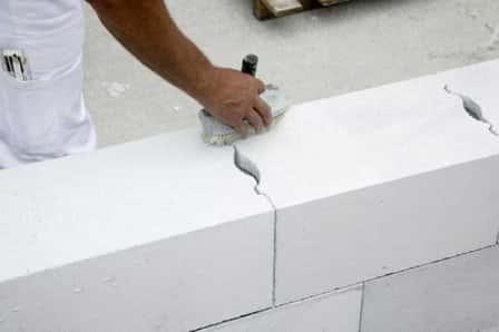 Плюсы и минусы газобетона в строительстве