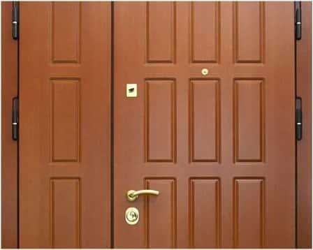 Металлические входные двери, отделанные панелями МДФ