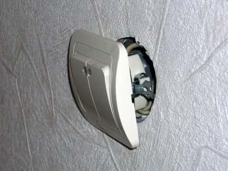 Как заменить испорченный выключатель?