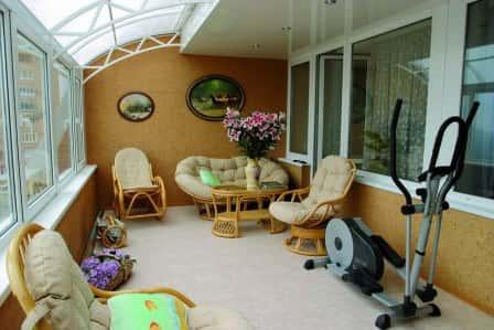 Как красиво обустроить балкон? Плетеная мебель из ротанга и ее преимущества