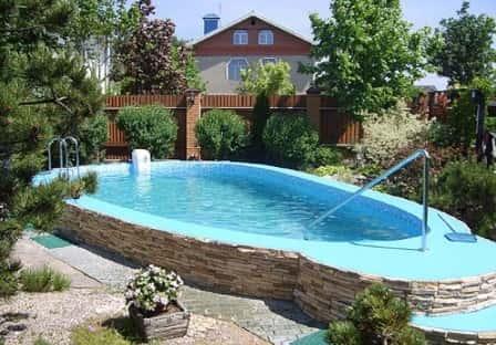 Какое оборудование необходимо для обслуживания бассейна?