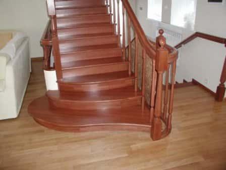 Только у нас лестницы деревянные цена которая Вас удивит