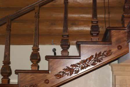 Лестница из ясеня – достойная альтернатива дубовой конструкции