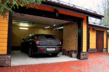 Строим гараж: почему из сэндвич-панелей?