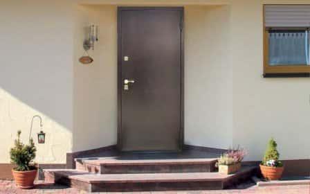Входная дверь для дачи: какую выбрать?