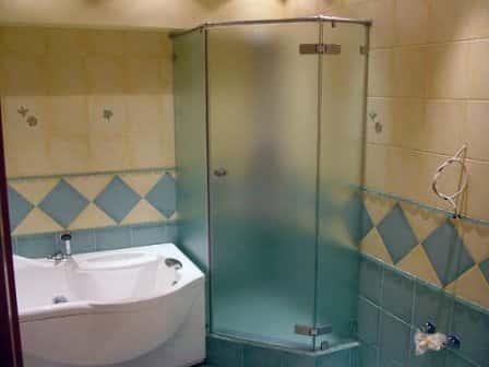 Современные душевые кабины для ванной комнаты