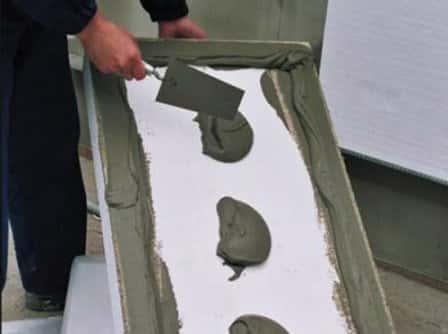 Как приклеить пенопласт к бетону?