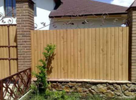Недорогой забор: как организовать красивое и функциональное ограждение из б ...