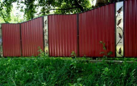 Недорогой забор: как организовать красивое и функциональное ограждение из бюджетного материала