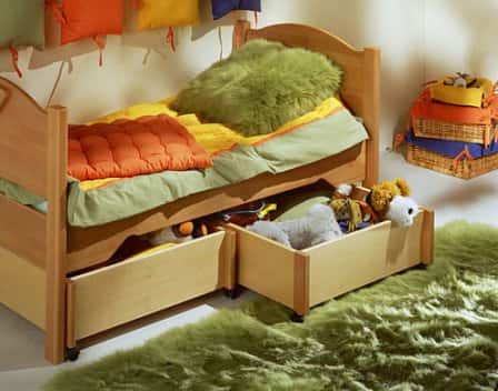 Кровать детская деревянная. Какая она?