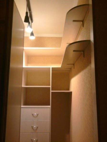 Делаем удобную гардеробную комнату из кладовки