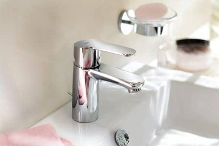 Как выбрать смеситель для раковины в ванной?