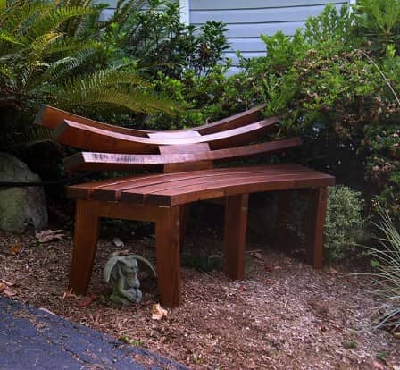 Садовые скамейки: функции, виды, особенности