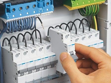 Автоматический выключатель и УЗО: делаем грамотный выбор