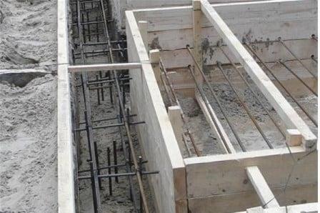 Использование строительной арматуры при обустройстве фундамента