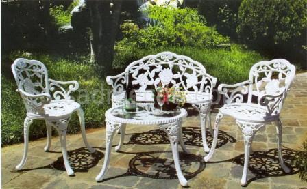 Чугунная мебель для сада как альтернатива кованой