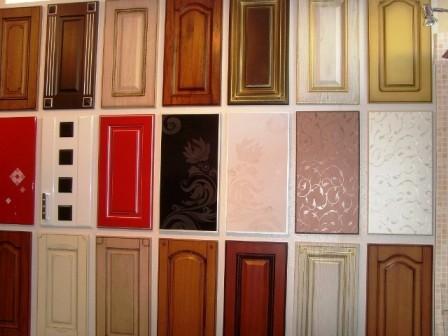 Фасады разнообразных форм и красок