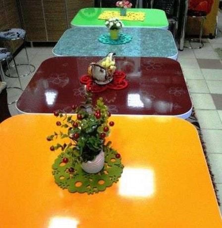 Пластиковый обеденный стол