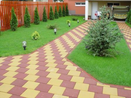 Преимущества использования тротуарной плитки и садового бордюра